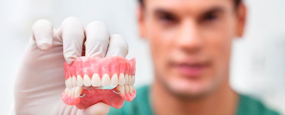 дарят льготное протезирование зубов для пенсионеров приеме работу Саратовской